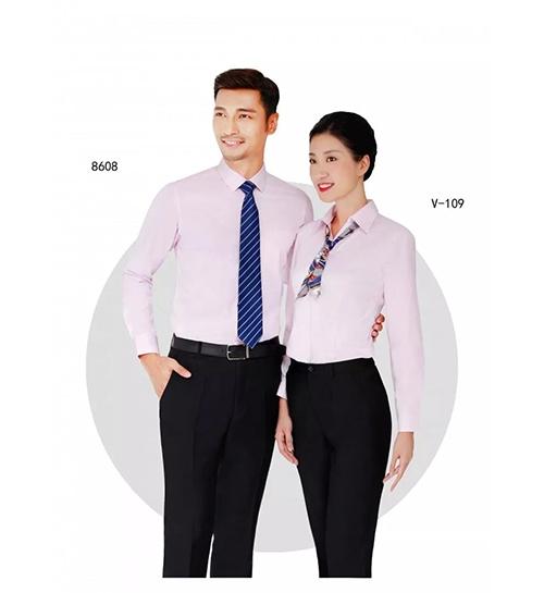 粉色衬衫套装
